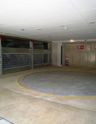 プライムアーバン目黒大橋ヒルズの駐車場