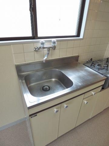 シンクも広いので洗い物がしやすいですよ。※写真は206号室になります。