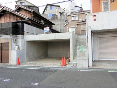 【同社施工例写真】 現地前面道路6.3mの為お車の駐車も楽々です♪