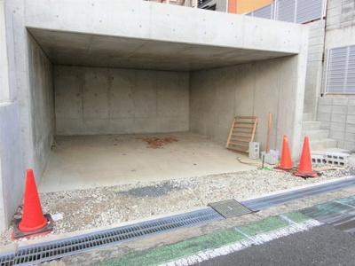【現地写真】BOXガレージの為、車や自転車は雨にも濡れないですよ♪