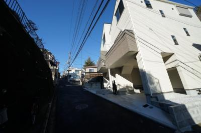【前面道路含む現地写真】西区霞ヶ丘 全2新築戸建て