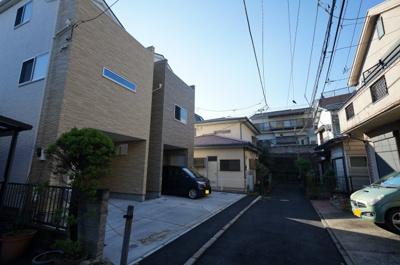 【前面道路含む現地写真】西区霞ヶ丘 全2棟新築戸建