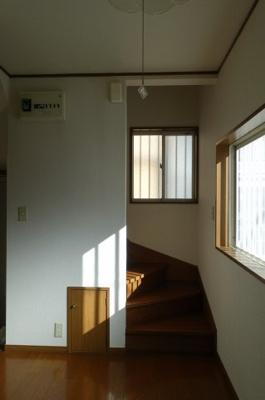 階段下収納があり便利です