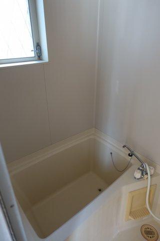 浴室内に窓があります