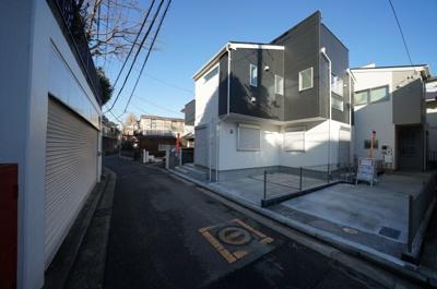 【前面道路含む現地写真】西区西戸部町1丁目 全2棟新築戸建て