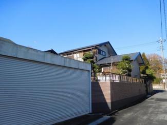 市原市瀬又 中古一戸建て 誉田駅はガレージが3台分有りシャッター付きのガレージにはカースペース2台分あるので大事なお車をしまう事ができます。
