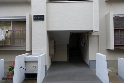 閑静な住宅街のマンションです♪
