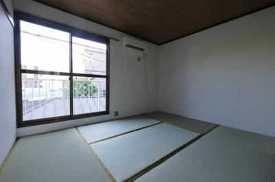 和室で落ち着きのあるお部屋です