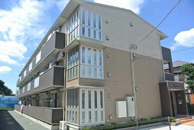 グリーンライン「高田」駅より徒歩8分!閑静な住宅地にある築浅の3階建てアパートです♪駅近で通勤・通学にも便利☆