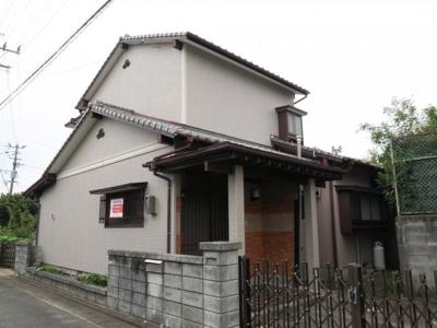 閑静な住宅街にある南庭が自慢の二階戸建てです。