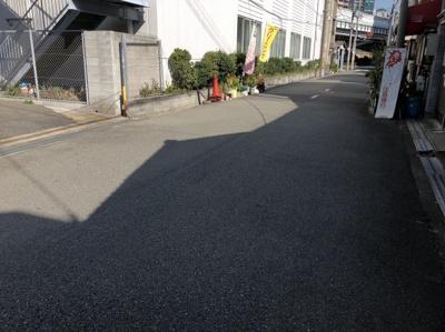 福島駅まで徒歩9分と通勤・通学に便利で、近隣にはスーパーなどもあるので生活至便な環境となっております。