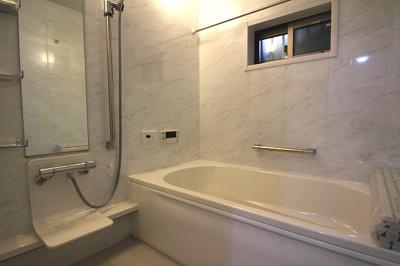 【施工例】実際に建築したお家の浴室の写真になります。浴室乾燥機があると、入浴後やお掃除後も湿気がこもらず快適です。