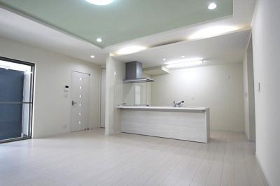 【施工例】実際に建築したお家のリビングダイイングです。ご家族が集う場所を快適に美しく、こだわりが詰まっています、