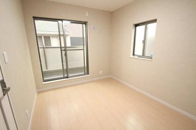 【施工例】実際に建築したお家の洋室です。 クロス選びで自分好みの部屋になり楽しみですね♪