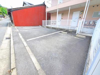駐車スペースもあります(別途契約必要)
