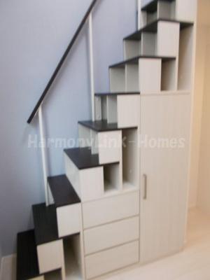 ハーモニーテラス三園Ⅱの収納付き階段☆