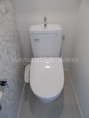 FIORE Ⅰの清潔感のあるトイレです