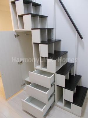 ハーモニーテラス南池袋Ⅱの収納付き階段♫