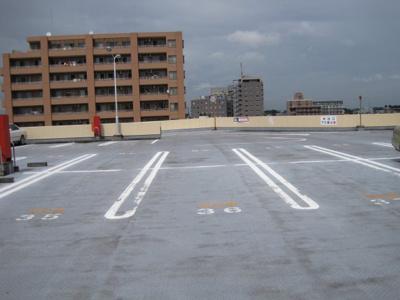 【外観】コモディイイダ屋上駐車場