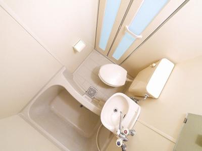 コンパクトな浴室です