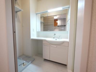 大きな洗面台は一人暮らしには贅沢ですね