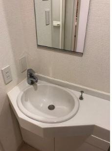 鏡があるので身だしなみを整えやすいです。