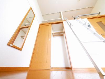 嬉しい室内洗濯機置き場があります。