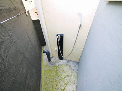 バルコニーにシャワーがついてます。