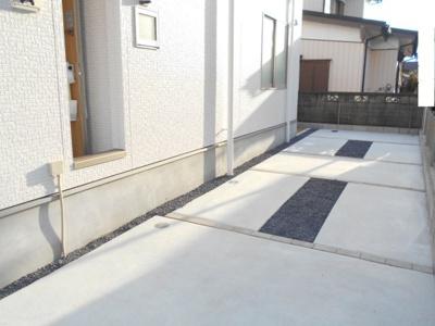 駐車場があります。さらなる価格変更しています。2380から1980万円に価格変更です。