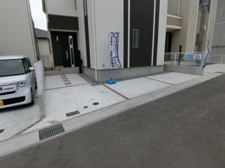 ガレージは2台駐車可能
