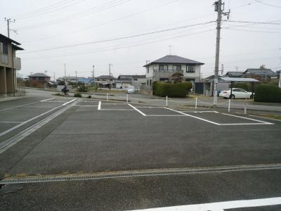 【駐車場】ハイツポジティブ