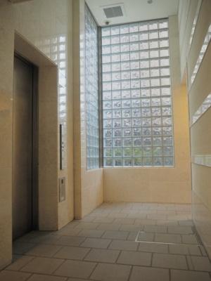 エレベーター前スペース
