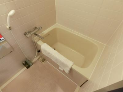 清潔感のある浴室です♪ゆったりお風呂に浸かって一日の疲れもすっきりリフレッシュできますね☆