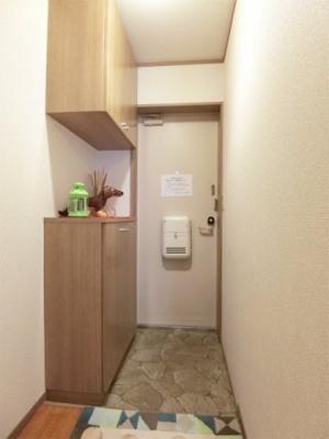 玄関には上下タイプのシューズボックス付き!間のスペースは飾り棚や小物置き場として活用できます♪お客様もスムーズにお出迎えできますね☆