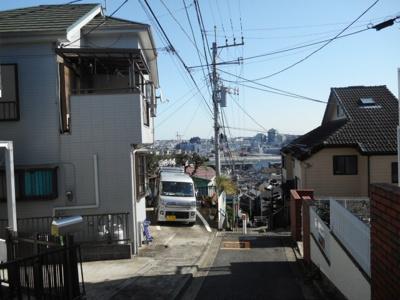 【前面道路含む現地写真】和田二丁目一戸建