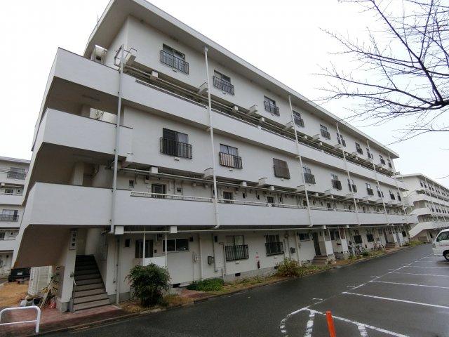 敷地面積の広いメゾネットタイプのマンションです