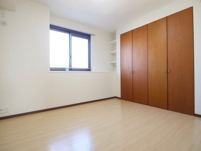 収納スペースもしっかり確保された洋室です!