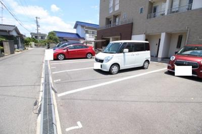 【駐車場】トリニティ