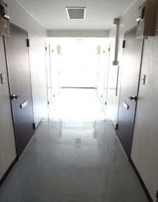 須川ハイツ 共用廊下