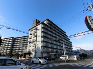 大規模マンションの1階 角住戸