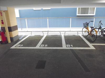 敷地内に屋内バイク置き場を完備しています!バイクをお持ちの方にオススメです♪