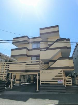 東急東横線「綱島」駅より徒歩圏内!郵便局やコンビニ・ドラッグストアが近くて便利な立地の3階建てマンションです♪