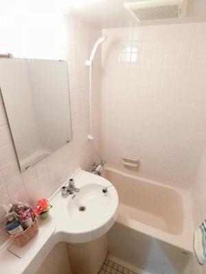 ユニットバスでお掃除らくらく☆浴室内に洗面台・トイレ付きです!お風呂に浸かって一日の疲れもすっきりリフレッシュ♪