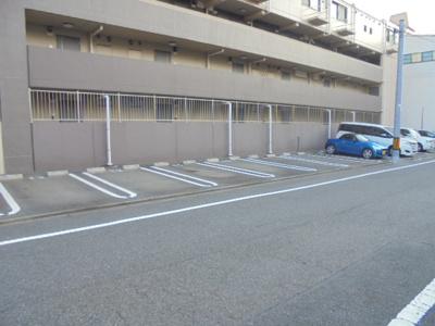 【駐車場】グラツィオーネ