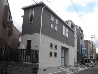 東横線「大倉山」駅より徒歩圏内の2階建てアパートです!スーパーやコンビニが近くて便利な住環境です☆