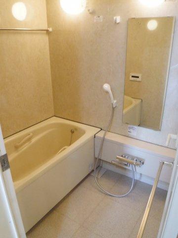 浴室も広々