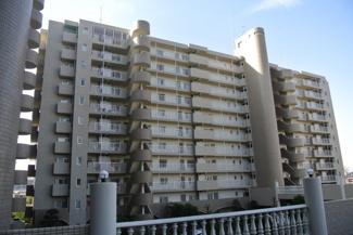 モアステージ吉川ライネスハイムB棟 ・310世帯のビックコミュニティ ・近隣は商業施設充実