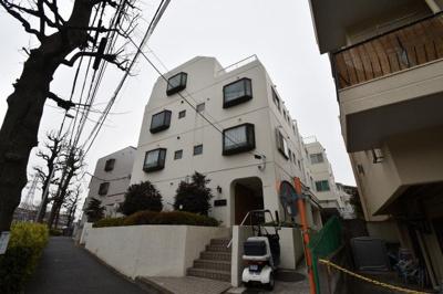 東急東横線「大倉山」駅徒歩9分と好立地。