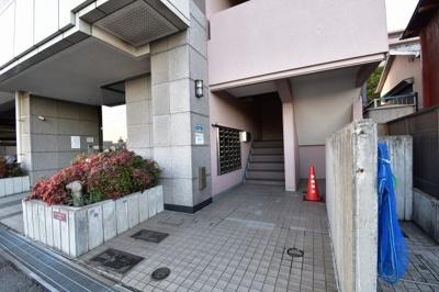【エントランス】ネオマイム鶴見中央