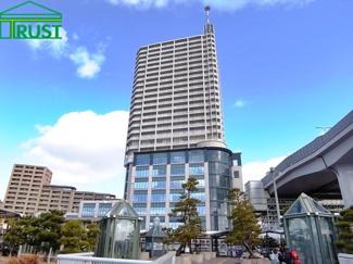 JR舞子駅直結のタワーマンションです、下部階に商業施設があり大変便利です。